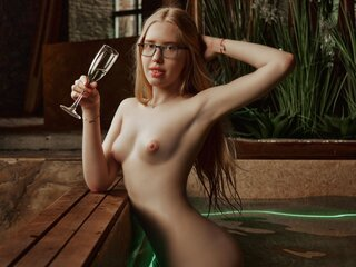 Naked shows MilenaBlond